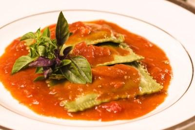 Sofioli Verde com queijos especiais ao molho de tomates rústicos