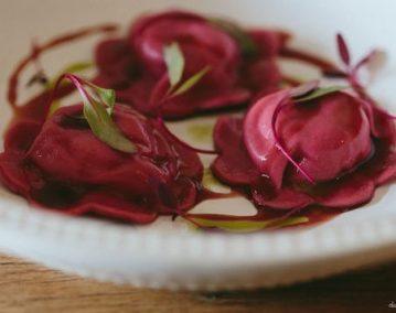 Sorrentini de mascarpone, grana padano e tamaras ao molho de tomates frescos