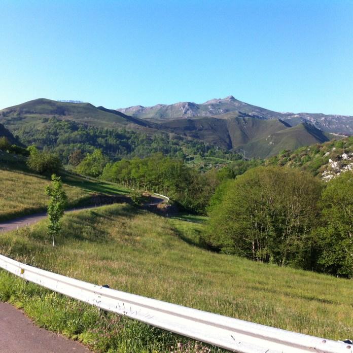 El Ablano, carretera a Pandiellu.