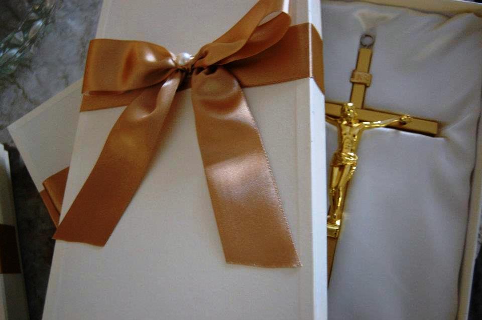 Crucifixos para nossas avós.