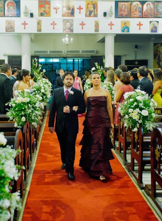 Pode usar vestido preto com branco em casamento