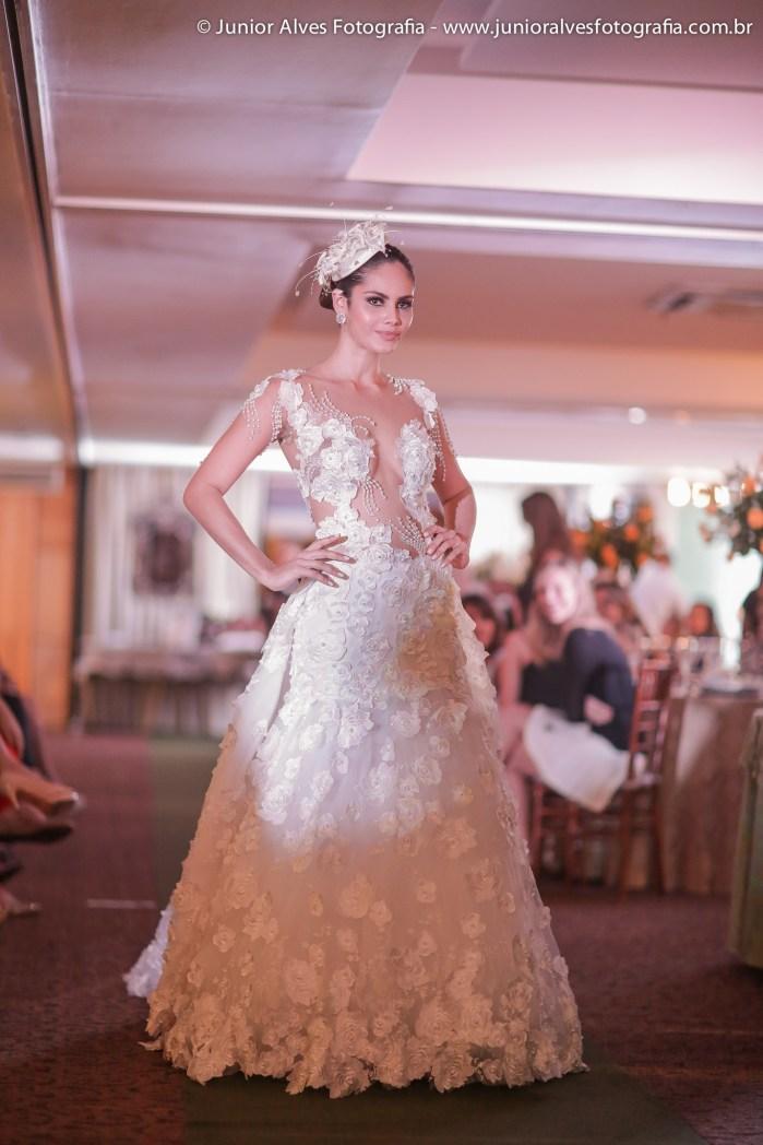 Noiva de Solange Sahdo; produção Mulher Cheirosa; buquê Marlene Sobreira; adereço Jomara Cid. Foto: Júnior Alves.