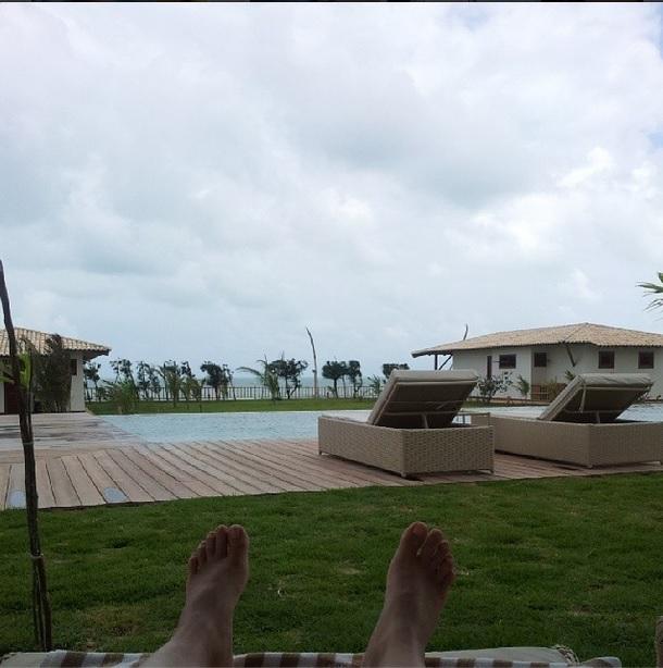 Visão da segunda piscina, a de frente para os bangalôs que ficam na beira da praia.