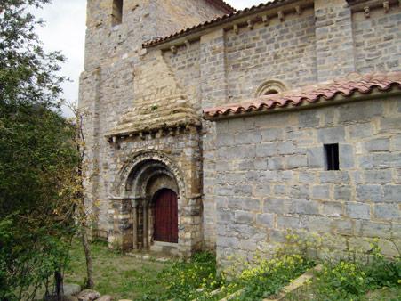 Iglesia románica de Santa María de Arce en Nagore