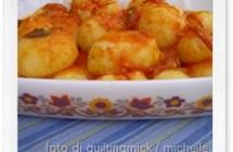 Cucina spagnola: patate fritte con salsa piccante