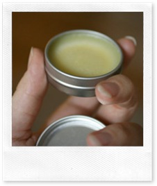 lucidalabbra (fai da te) al miele, menta e limone