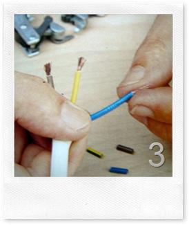 scopri e attorciglia il rame dei fili interni, facendo attenzione a non tagliarlo malamente