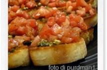 Ricette veloci: bruschette pesto e pomodoro