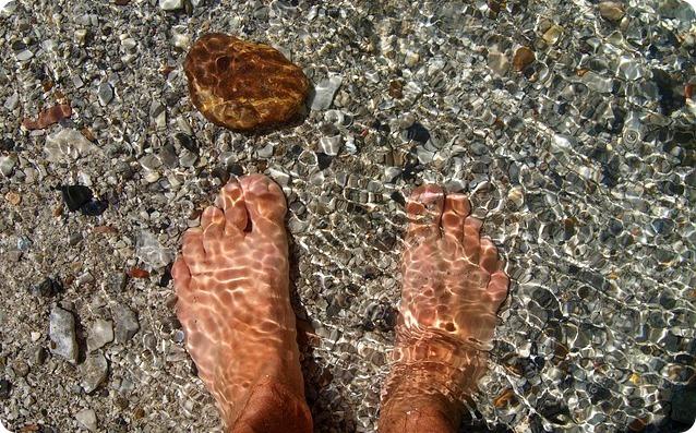 Bellezza e salute: rimedi naturali per piedi gonfi e accaldati