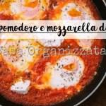 Ricette veloci: uova al pomodoro e mozzarella di bufala