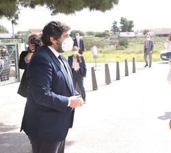Su Majestad la Reina recibe el saludo del presidente de la Región de Murcia, Fernando López Miras
