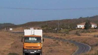 El presidente de Diputación se compromete a matricular la carretera de Los Pedregales