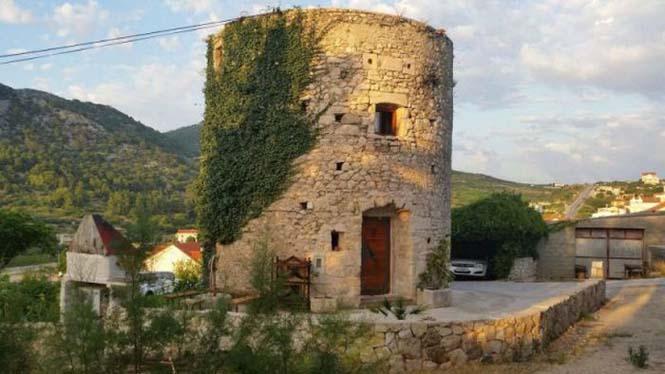 Πύργος 250 ετών στην Αδριατική μετατράπηκε σε μοναδικό σπίτι