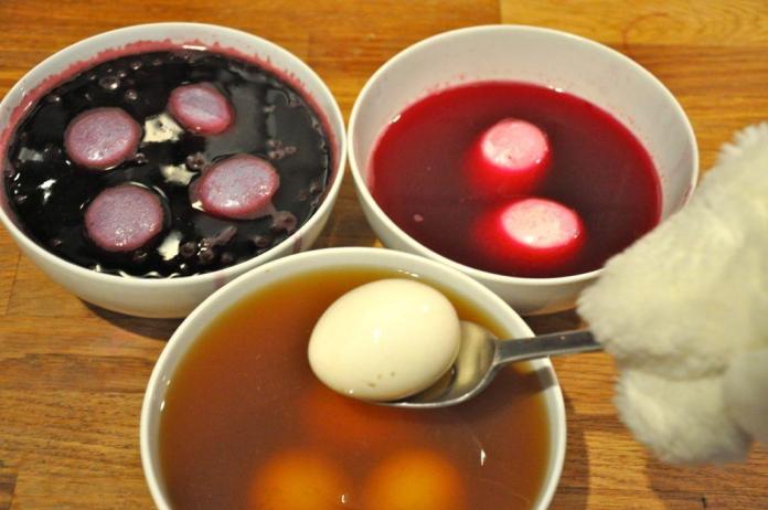 Βάψτε αυγά με υλικά που υπάρχουν στην κουζίνα σας (χωρίς χημικά και τοξικά)