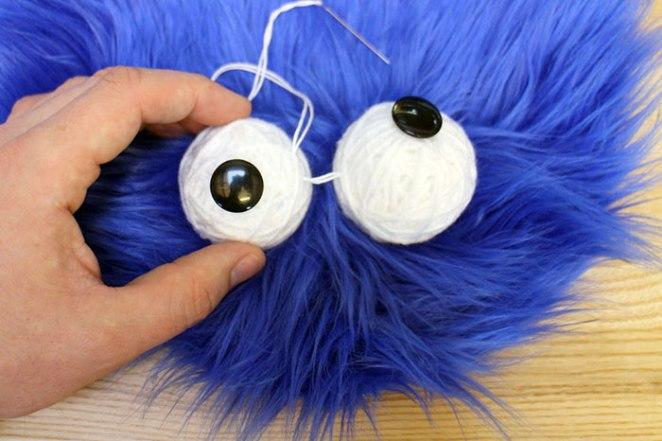 cookie-monster-rug-eyes