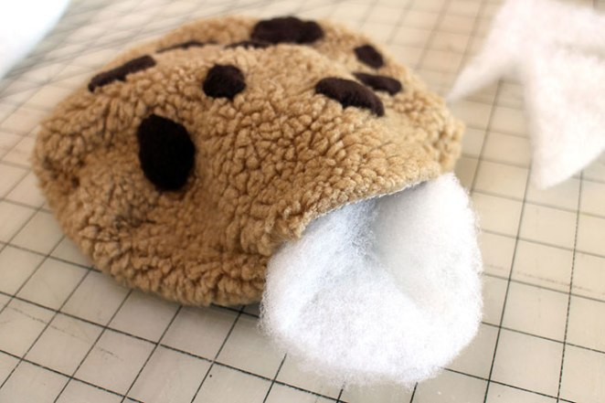 stuffing-cookie-pillow