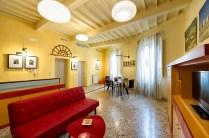 [:en]Temporary house in Val di Chiana with Living room [:it]Casa vacanze con salone e TV in Val di Chiana[:]