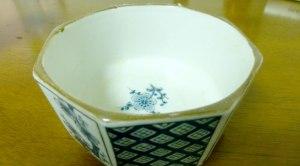An empty hummus bowl