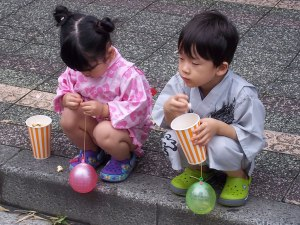 Taking a popcorn break on the curb