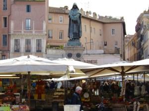 The statue of Giordano Bruno looks over the market in Campo de' Fiori.