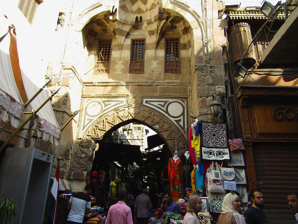 Heading back into the heart of the market. The eye design on the wall is the Eye of Horus, which is a symbol for protection. I've seen women wearing necklaces with the shape.