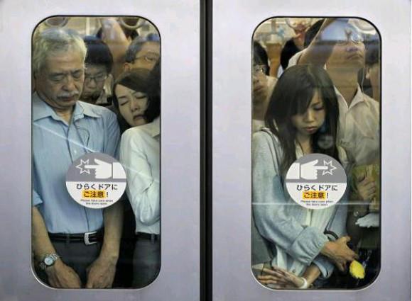 http://en.rocketnews24.com/2014/11/20/rush-hour-crush-on-tokyo-subway-leaves-train-with-broken-window/