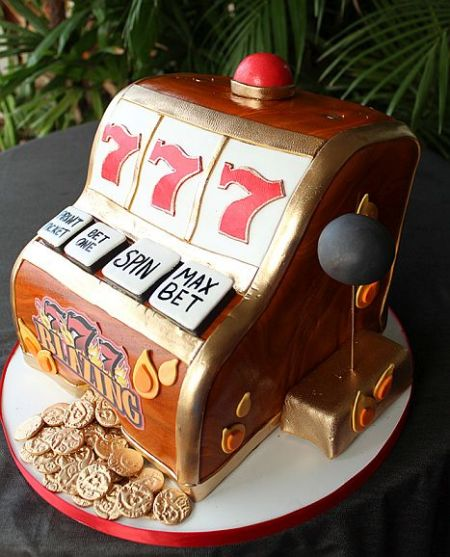 An image of the 777 Blazing inspired slot machine cake