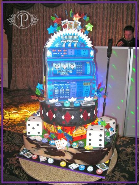 An image of the popular Diamond 777 slot machine, in cake form