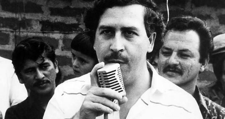 An image of Pablo Escobar making a public speech