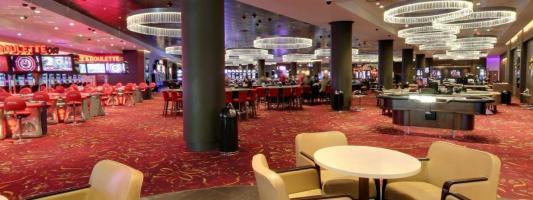 Croupier who helped friends win 23k in roulette scam walks free
