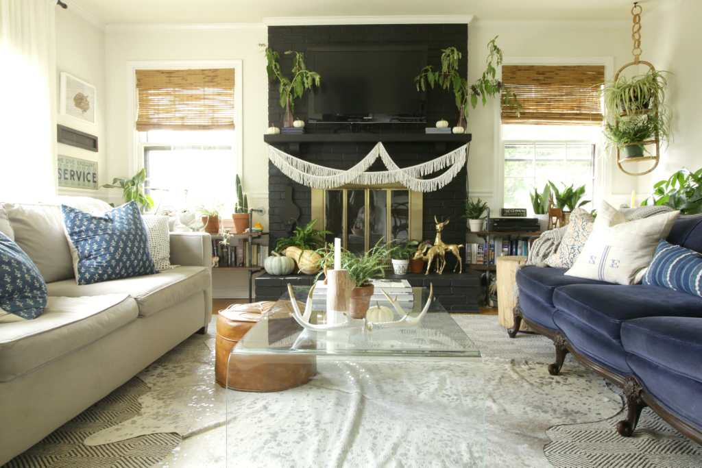 modern-boho-living-room-black-white-blue-fall