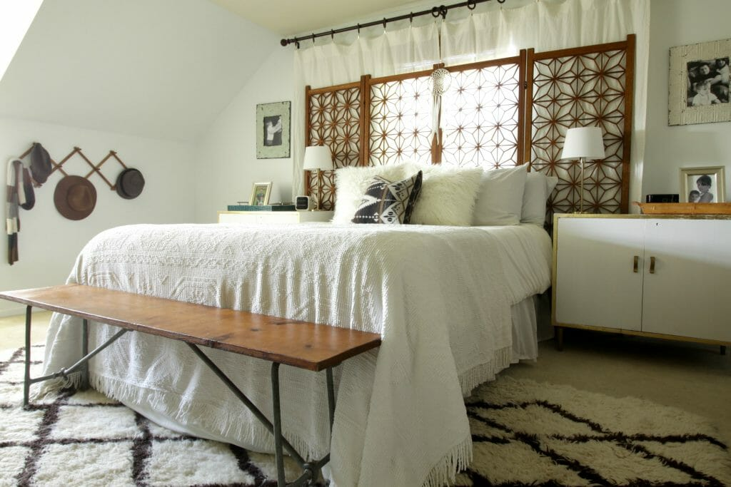 vintage-eclectic-neutral-bedroom