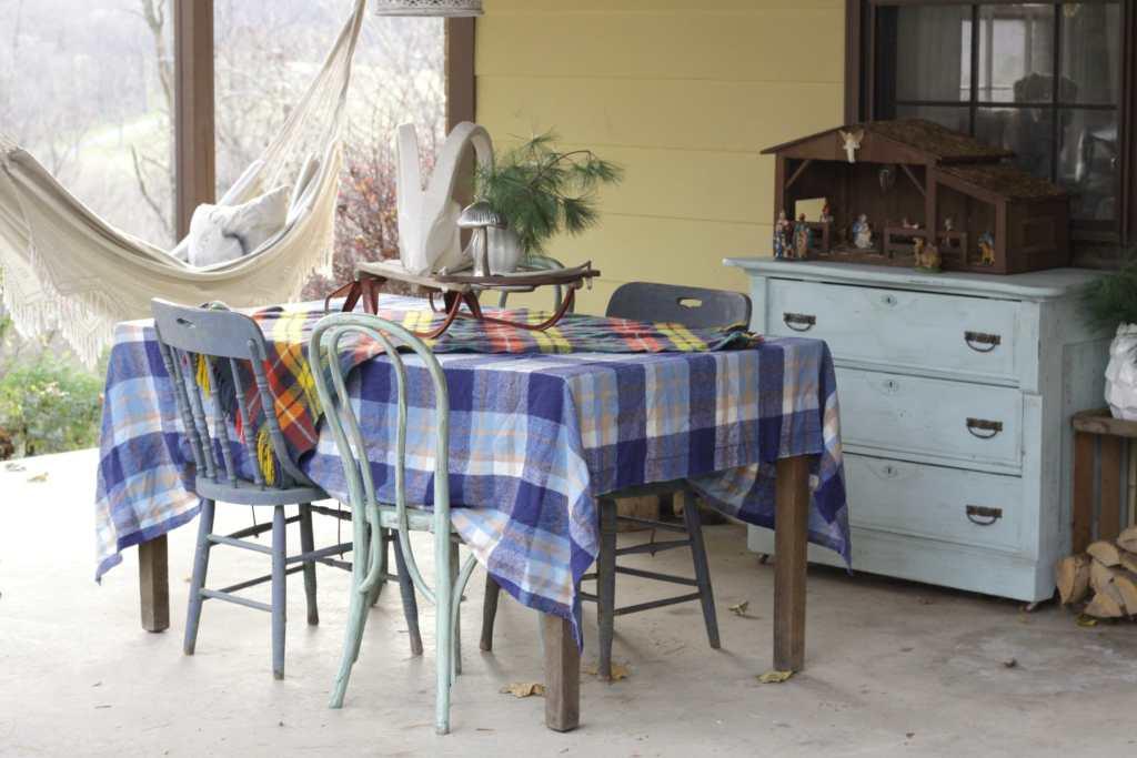 vintage-plaid-christmas-porch