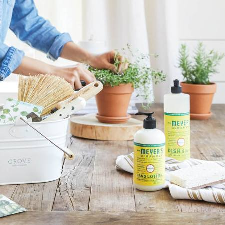 Cleaner Living: Why I Use Grove Collaborative (And Free Mrs. Meyer's Soap Set)