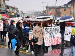 Il corteo a Vairano Patenora contro il progetto della centrale termoelettrica turbogas
