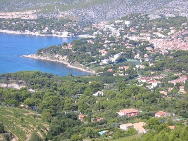 Blick vom Cap Canaille auf Cassis in Frankreich