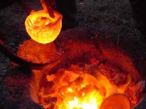 Fusione del rame - attività centro archeologia sperimentale torino