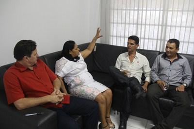 Vereadores de Castanheira visitam presidente da UCMMAT e pedem apoio para construção de pontes.