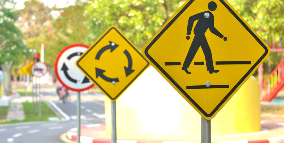 Vereadores cobram placas e quebra-molas no trânsito
