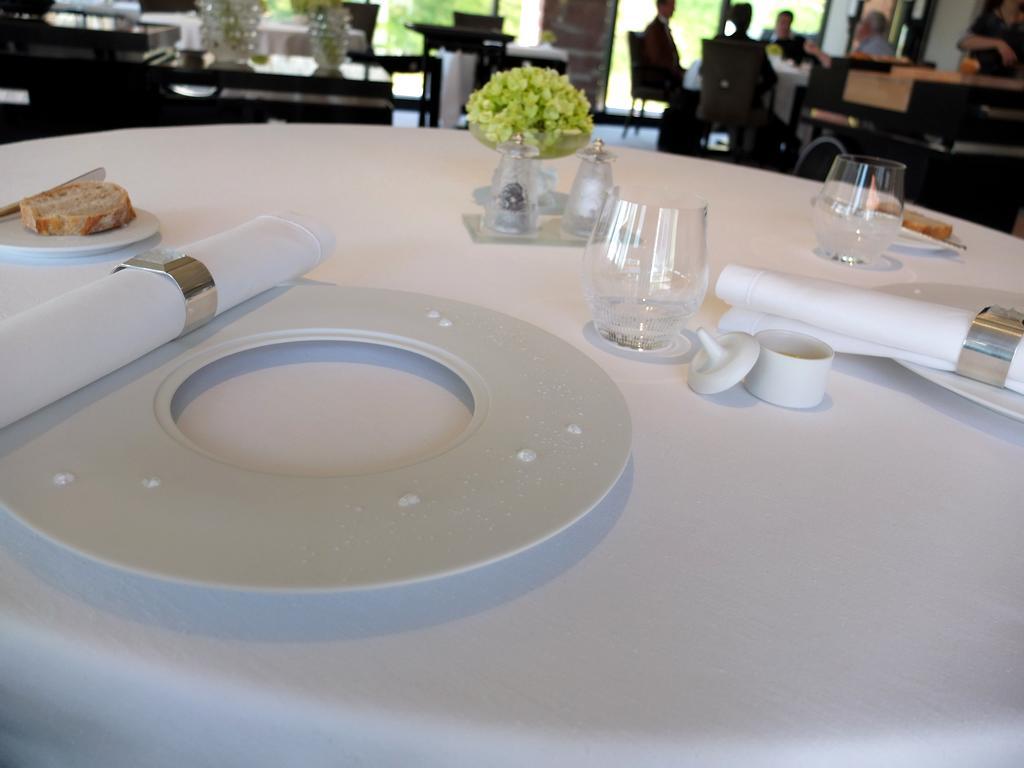 restaurant villa ren lalique wingen sur moder casting d 39 hotels. Black Bedroom Furniture Sets. Home Design Ideas