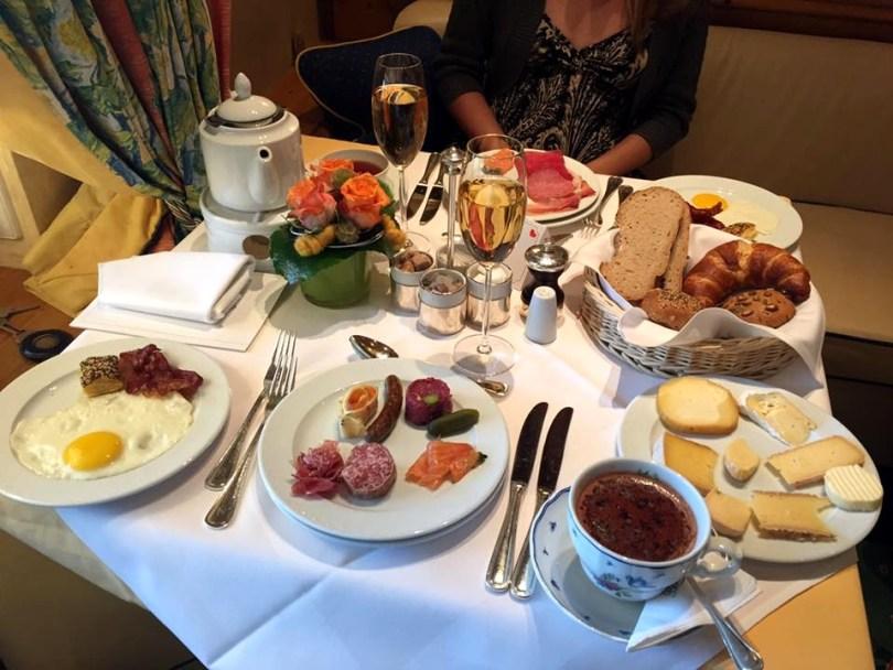 Hotel Bareiss Schwarzwald - brunch petit déjeuner