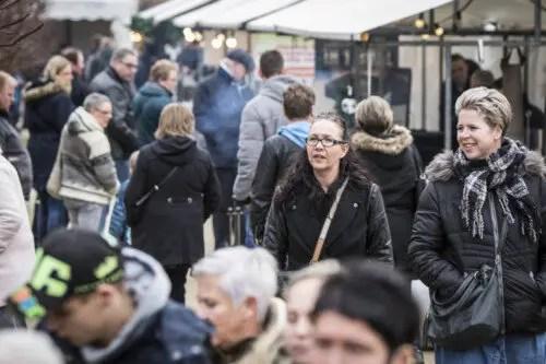 Bezoekers Kerstmarkt Slot Assumburg Noord Holland
