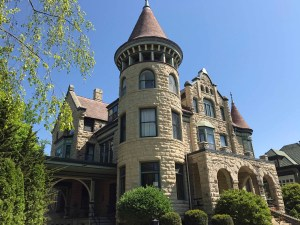 Castle La Crosse Bed and Breakfast, Wisconsin's Premiere Bed and Breakfast Destination