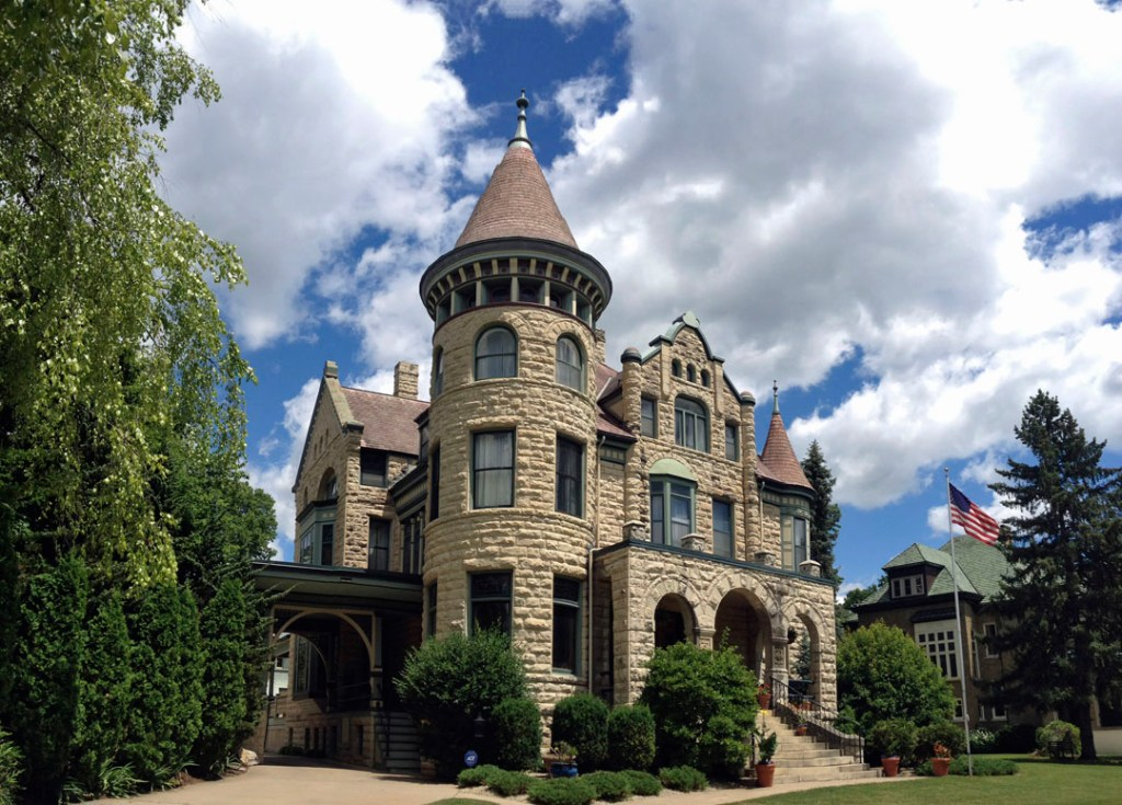 Castle La Crosse Bed and Breakfast