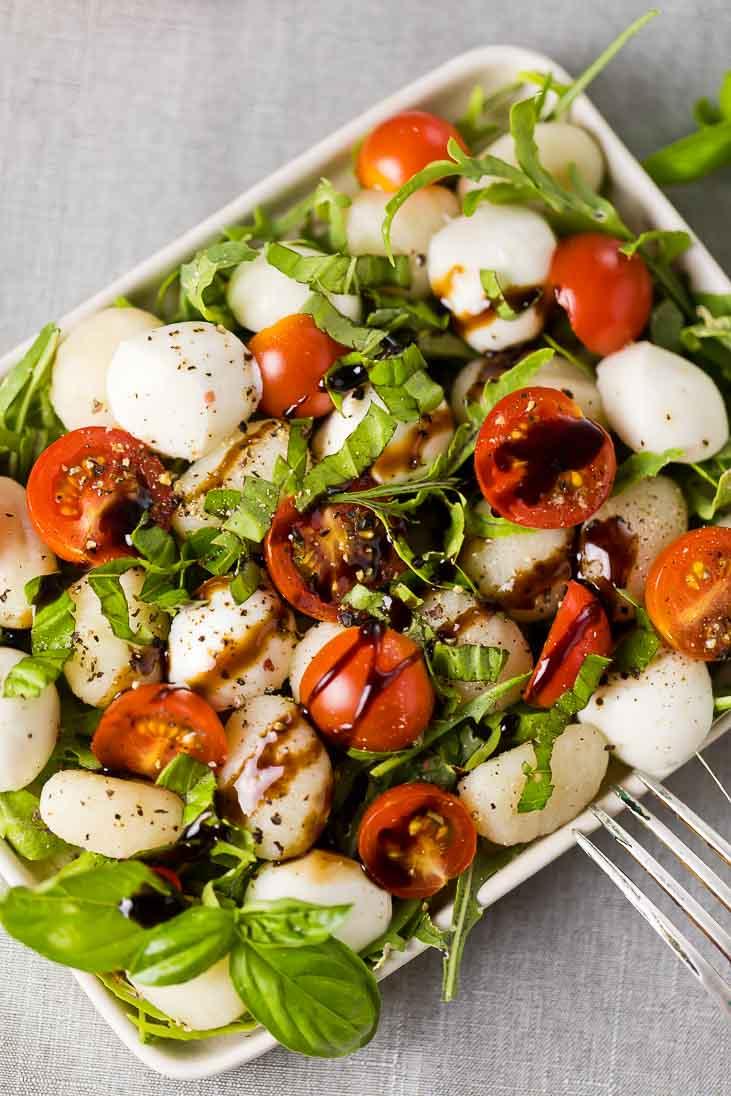Gnocchi Salat mediterran mit Rucola und Mozzarella casual cooking österreichischer food blog