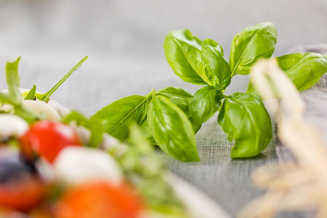 Gnocchi Salat mediteran mit Rucola und Mozzarella casual cooking österreichischer food blog