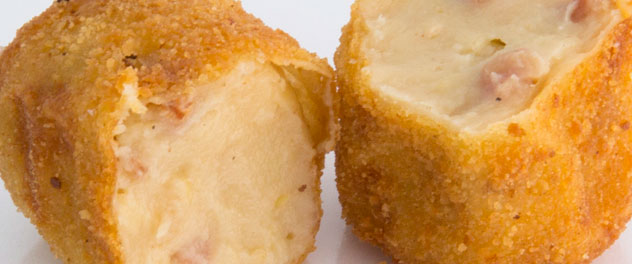 Croqueta de berenjena asada y nuez tostada