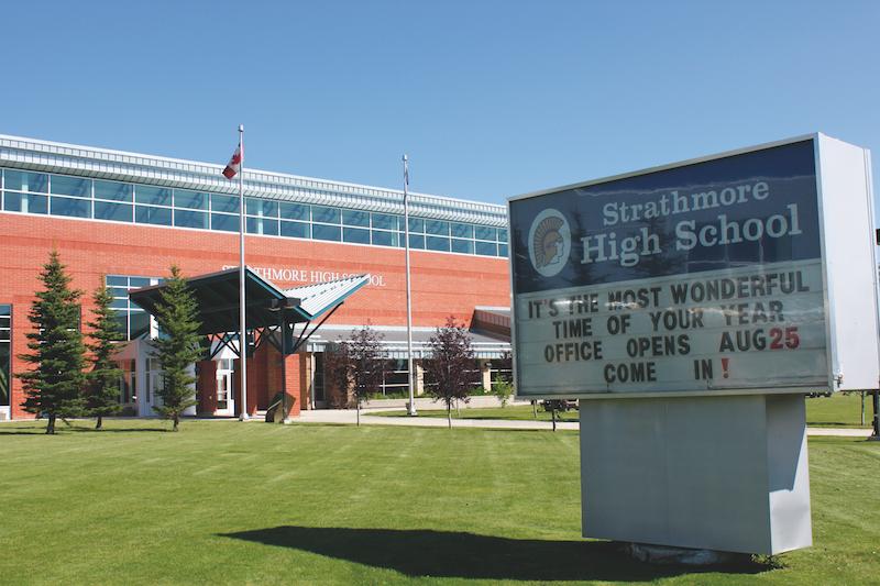ゴールデンヒルズ中学高校留学プログラム(ストラスモア・アルバータ州)