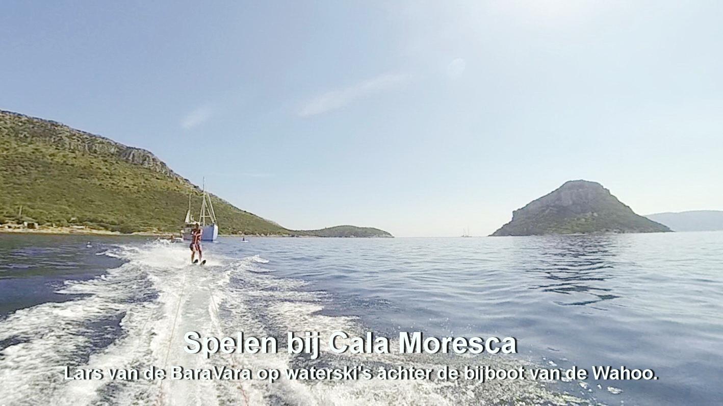 Spelen bij Cala Moresca - Waterskiën_Lars