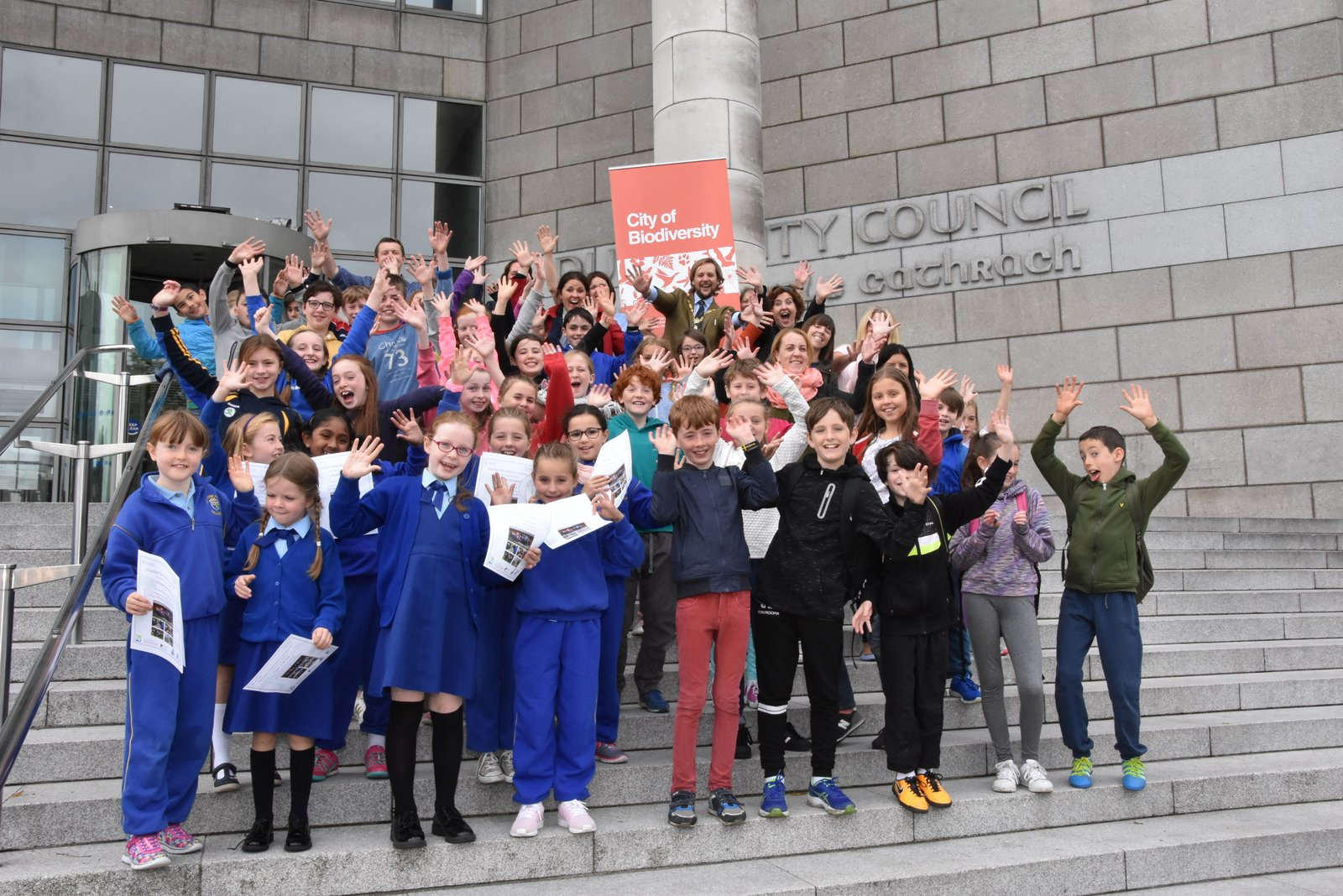 DODDER DEFENDERS - SCHOOLCHILDREN FROM THE DODDER CATCHMENT OUTSIDE DUBLIN CITY COUNCIL OFFICES